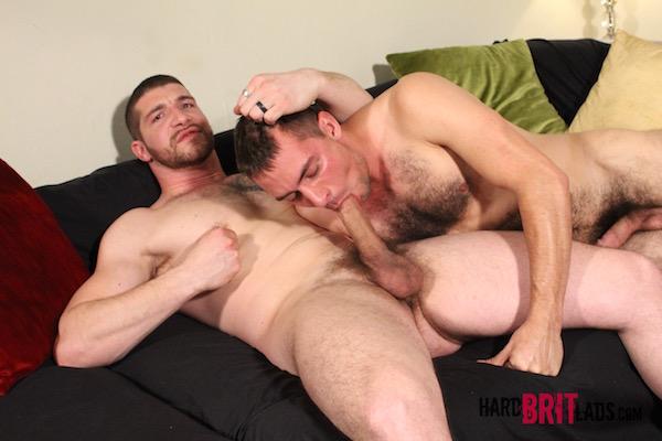 fellation gay et téton pincé