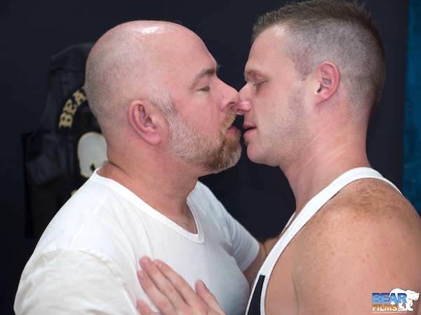 embrasser et caresser les tétons
