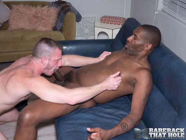 black sucé et seins pincés